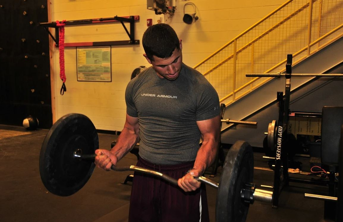 lifting weights muscles
